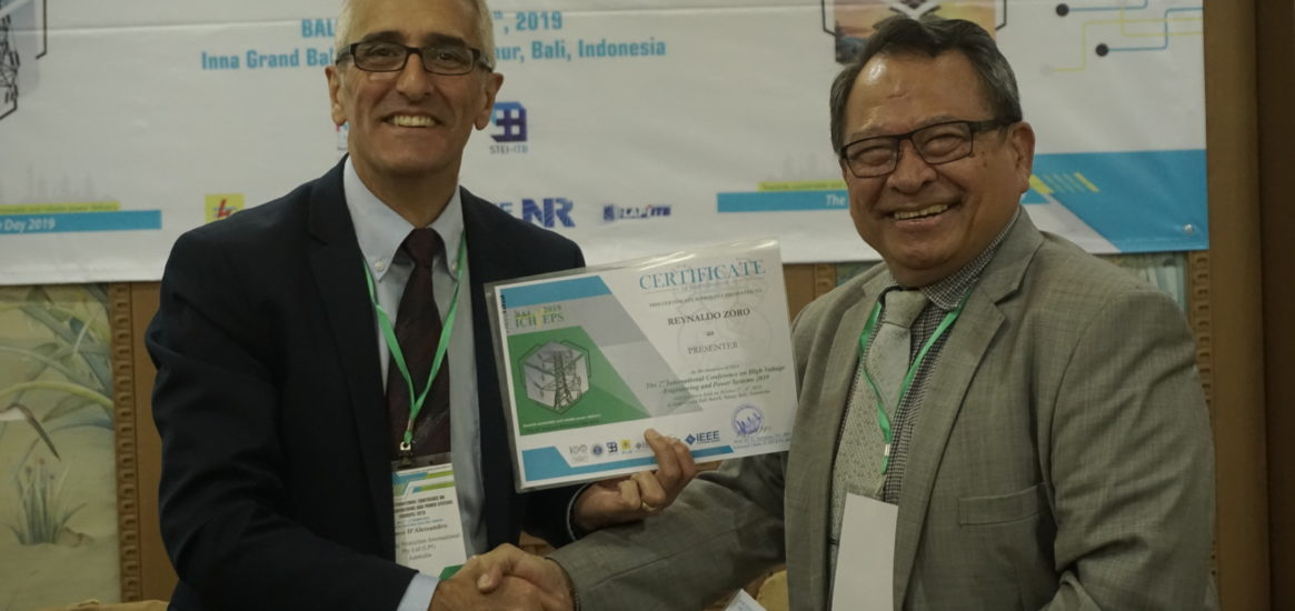 ICHVEPS - Dr. Franco is presenting a certificate to Dr. Reynaldo Zoro